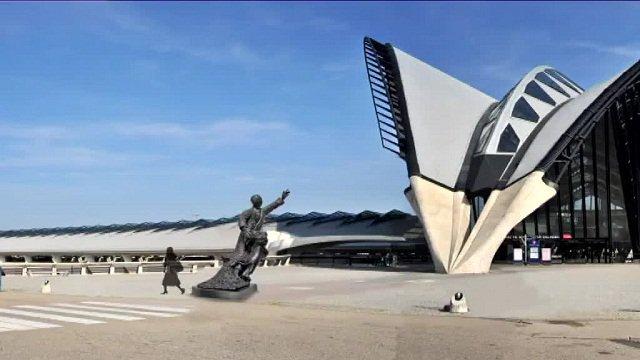 Un projet de statue pour le parvis de la gare SNCF Saint-Exupéry